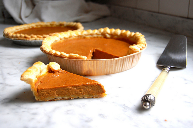 the best disposable pie pan cardboard option for pumpkin pie
