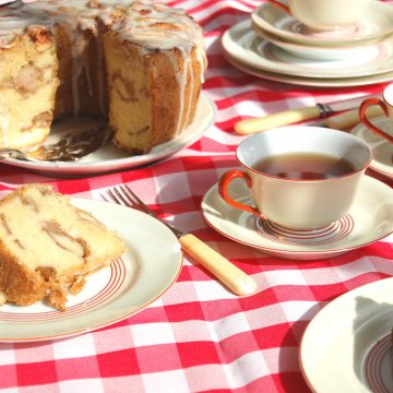 Jewish Apple Cake With Teacups