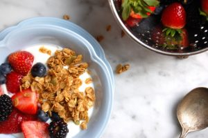 granola with yogurt and fruit