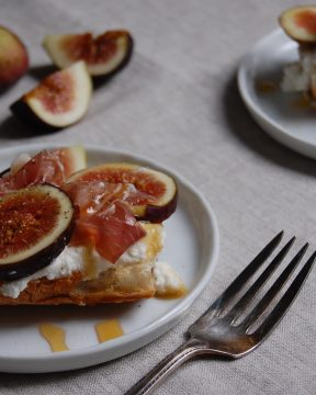 figs on plate with baguette and linen tablecloth