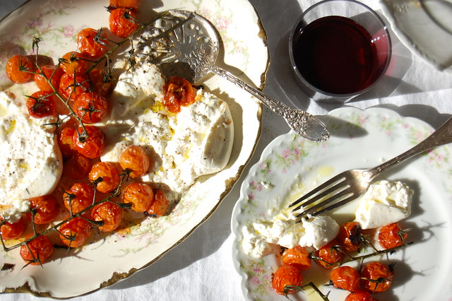 burrata tomatoes with red wine