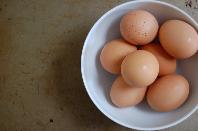brown eggs in bowl