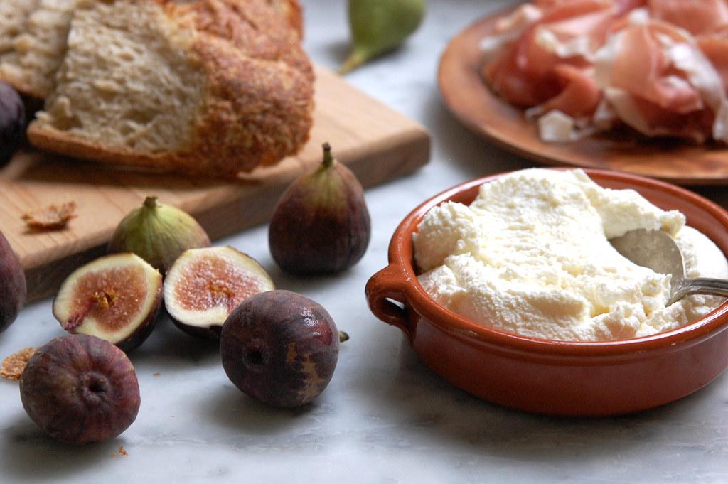fig ricotta toast ingredients