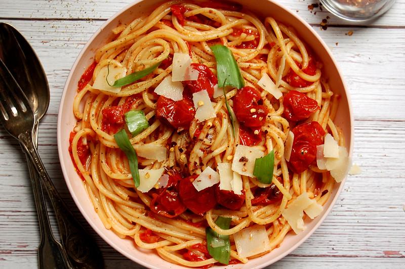 finished bowl of sheet pan roasted tomato pomodoro sauce with pasta
