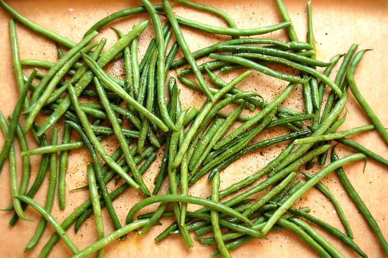 haricots verts on sheet pan