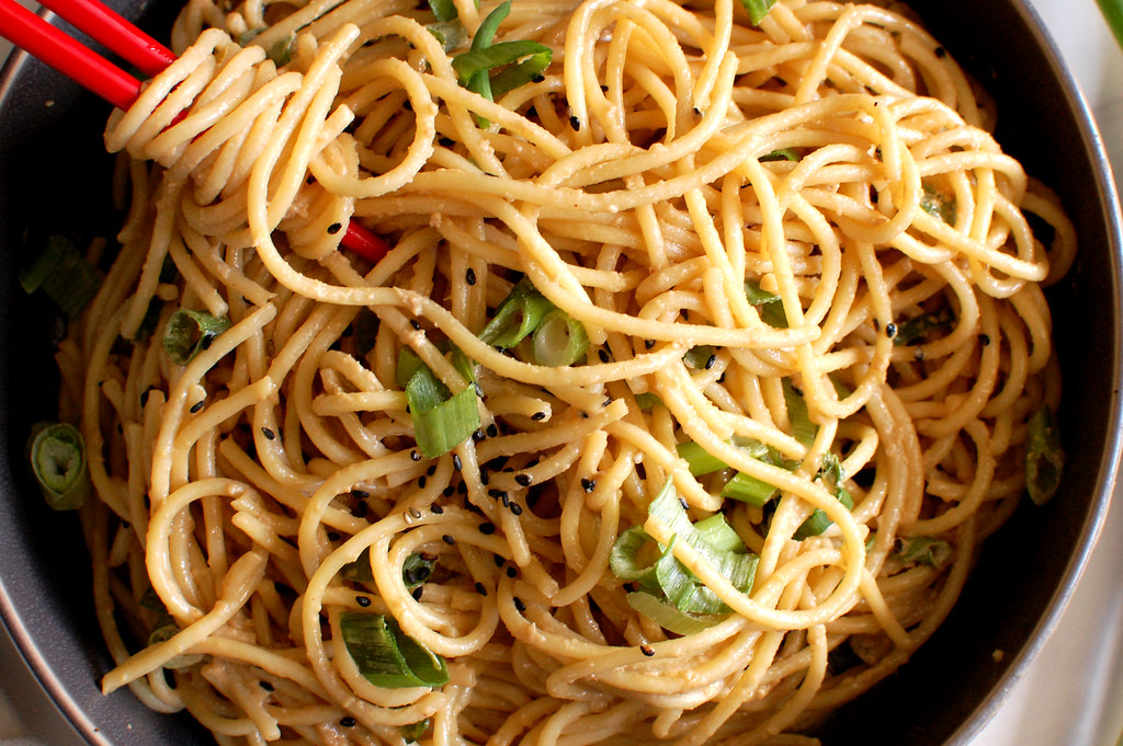 bowl of asian Chinese sesame noodles with peanut butter