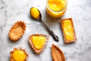 lemon curd small tarts with spoon