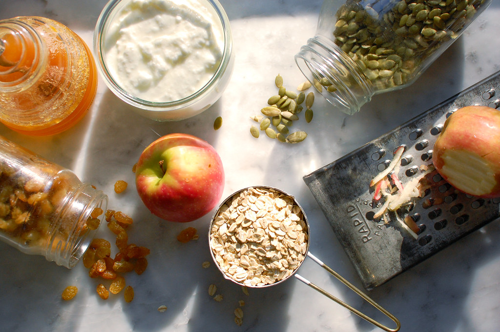 bircher overnight oats ingredients for Healthy Overnight Oats Recipe with yogurt and fruit