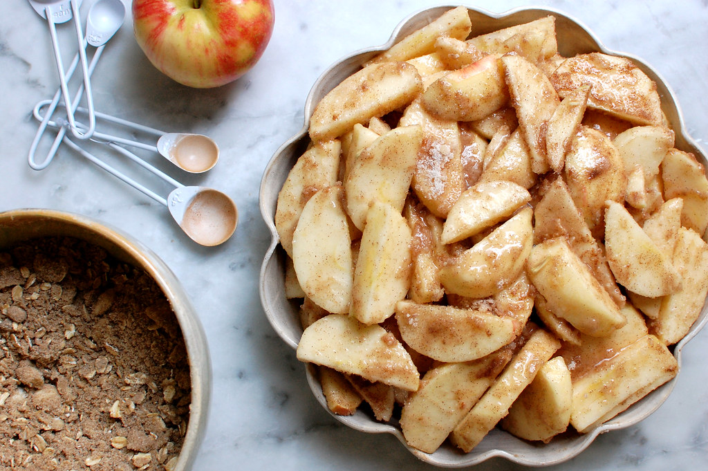 apple crisp apples with streusel crumb topping